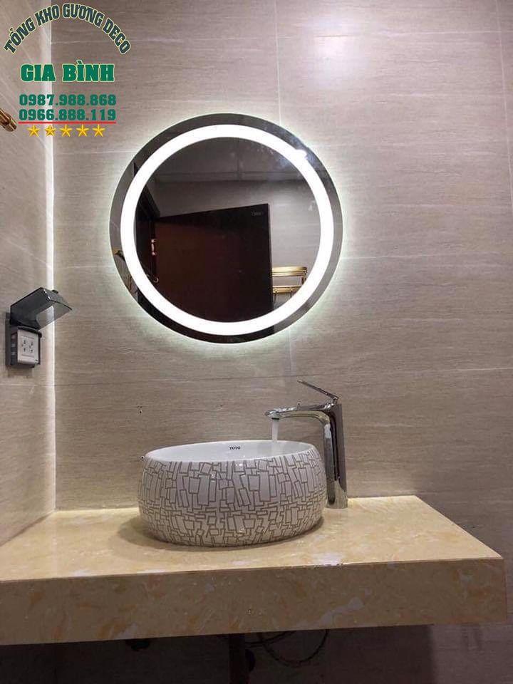 Một số kiểu gương phòng tắm đơn giản, lịch sự bạn nên mua ngay